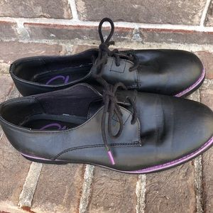 Black oxfords with purple details. By Skechers.